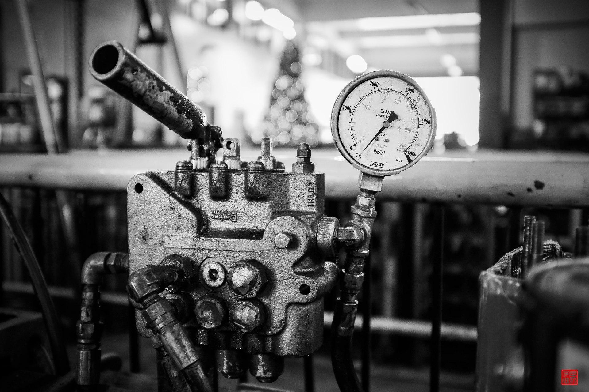 Hydraulic Pressure Pump by Daniel Go (CC BY-NC 2.0)